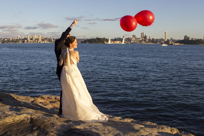 Bride-groom-release-balloons-toshow-their-love-for-each-other