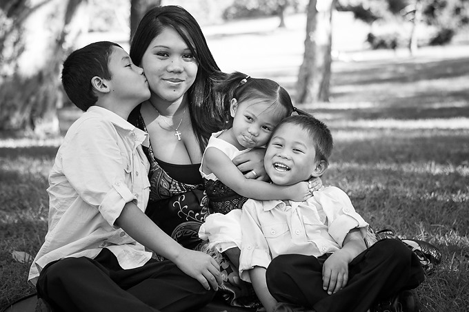 Family-portrait-session-at-centennial-parklands-taken-by-Canberra-portrait-photographer-biblino-images