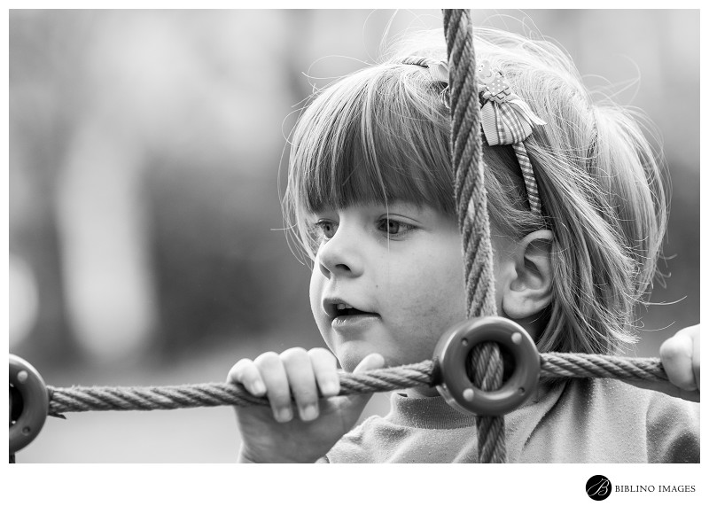 Famaily-portrait-session-Girl-playing-in-the-park-photo-by-biblino-Images