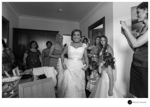 bride-greets-guests-at-the-house-before-getting-married